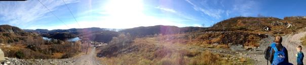 -På vei opp slalomløypa i Tjørhomfjellet